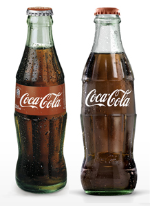 Botellas de Coca-Cola, antigua y nueva.