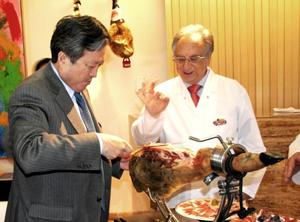 Embajador chino con Tomás Fuertes