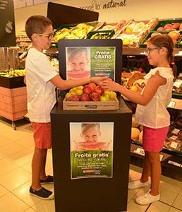 Eroski regala fruta a los niños