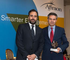 Miguel Ángel Conesa, recogiendo el premio